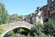 Brousse-le-Chateau village