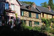 Le Bec-Hellouin village