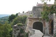 Menerbes village