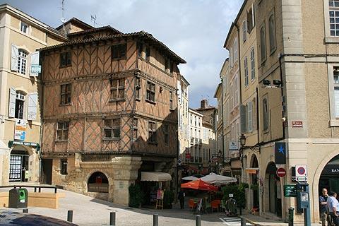 visiter auch guide de voyage et information de tourisme pour auch gers midi pyrenees. Black Bedroom Furniture Sets. Home Design Ideas