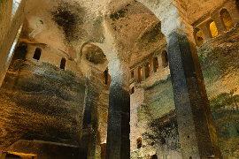 L'église monolithe souterraine Saint-Jean