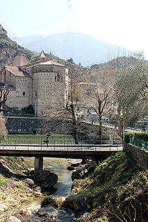 Église et de la rivière à Breil-sur-Roya