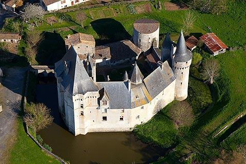 Photo de Château de Cherveux de Deux-Sevres