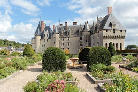 Brehemont france indre et loire centre tourism for Chateaux in france to stay