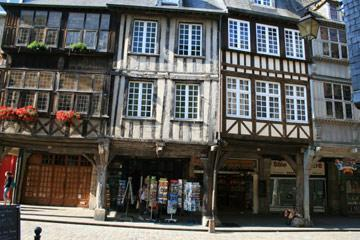 traditional colombage houses in Dinan