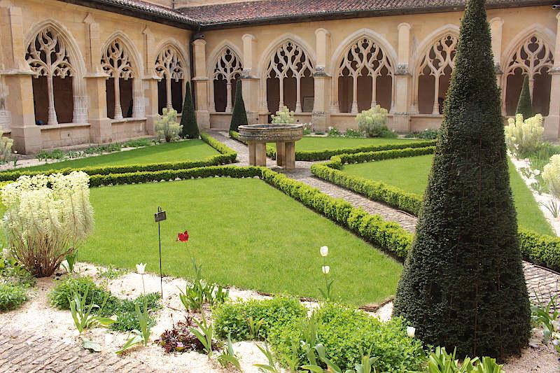 Photo of Cadouin abbey cloisters