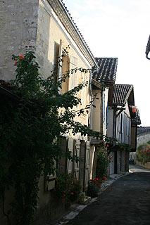 medieval street in Issigeac