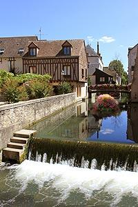 river in centre of Montargis