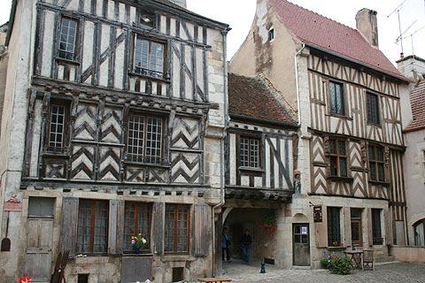 Photo de Noyers-sur-Serein (Bourgogne region)