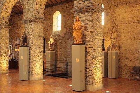 Statues médiévales à la collégiale Saint-Martin d'Angers