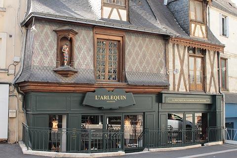 Petite boutique l'Arlequin dans la vieille ville d'Angers