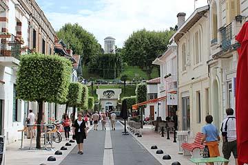 Arcachon ville d 39 ete tourist guide to the lovely town for Cash piscine la teste de buch