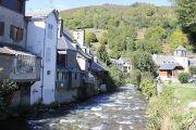 houses-along-river