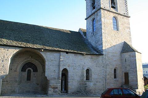 Eglise dans le centre d'Aumont-Aubrac