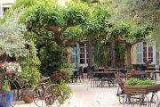 pretty-courtyard