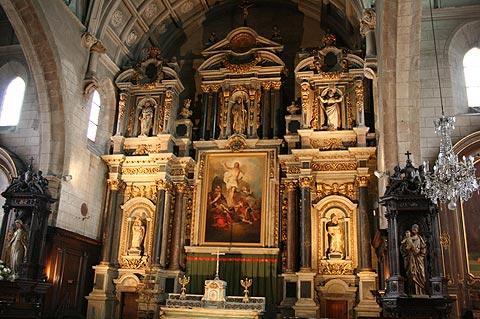 autel dans l'église de Saint-Gildas, Auray