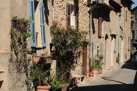 Rue des maisons anciennes à Bar-sur-Loup