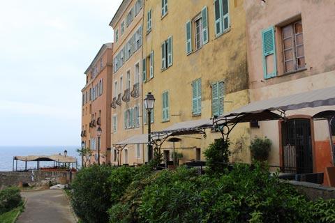 maisons colorées donnant sur le port de Bastia