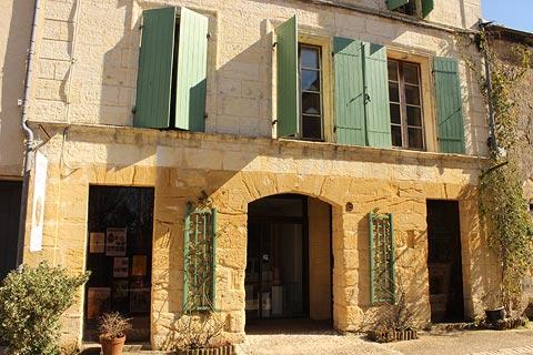 Maison avec volets verts à Beaumont