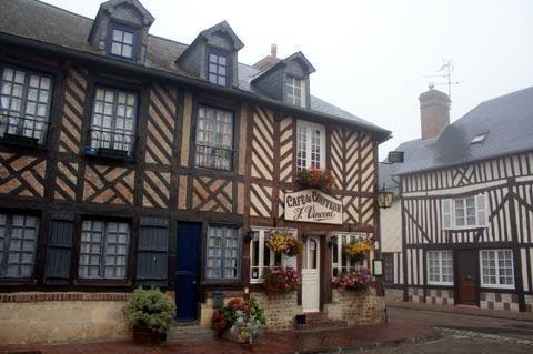 colombage houses in Beuvron