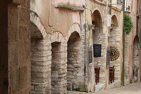rue dans la vieille ville de Bonifacio
