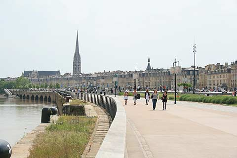 Quai on the Gironde in Bordeaux