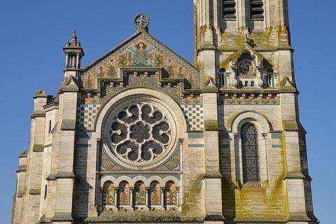 Façade de l'église à Briare