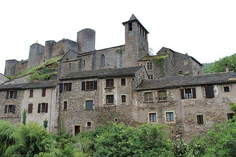 Castle and village of Brousse-le-Chateau