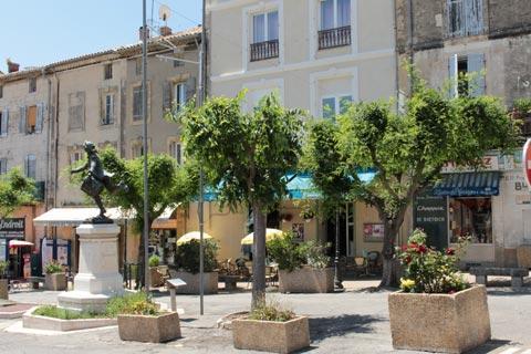 Le centre-ville de Cadenet