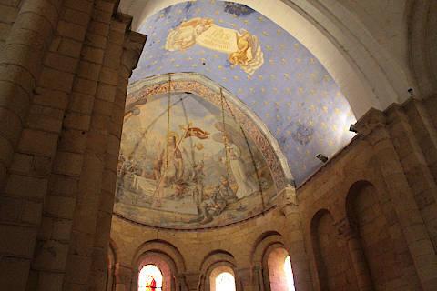 Abside au plafond peint de l'église abbatiale de Cadouin