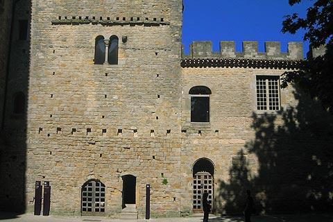 tours médiévales dans les remparts
