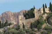 castle-and-cliffs