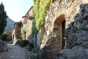 attractive-narrow-streets-(