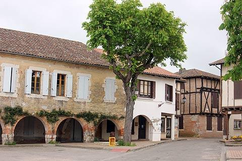 medieval arcades in Caudecoste