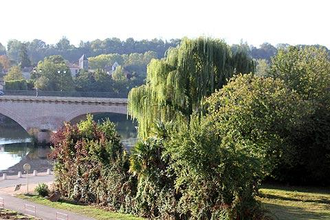 Park next to the Garonne river in Cazeres