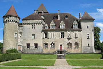 Main facade of the castle of Cleron