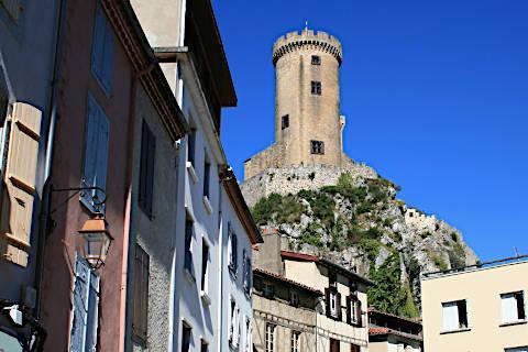 Vue du château depuis le centre de Foix
