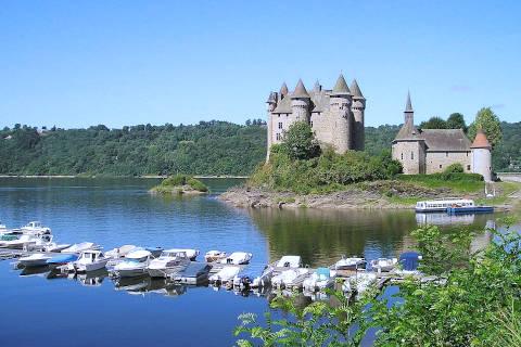 Vue sur le lac jusqu'au Château de Val