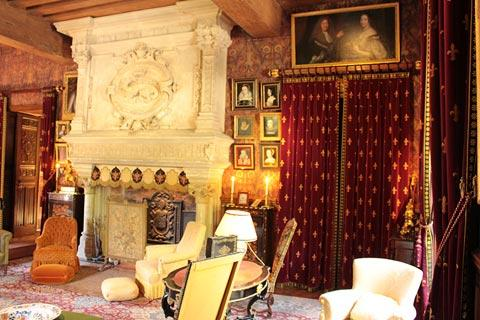 Lovely furnishings in one of the bedrooms in Azay-le-Rideau castle