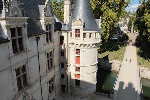 Vue depuis l'une des tours à Château d'Azay le Rideau