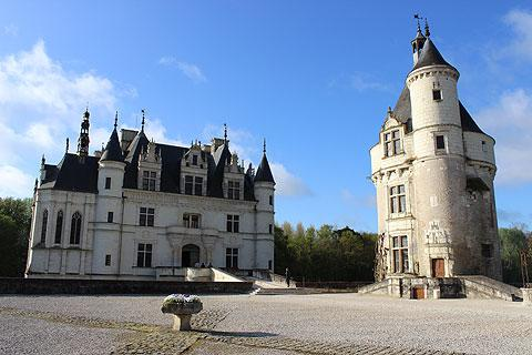 Tower and castle at Chenonceau