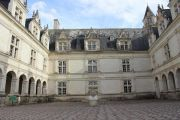 villandry-courtyard