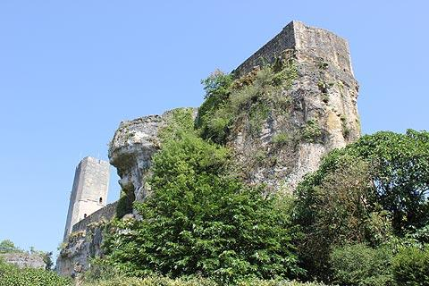 Château au dessus du village de Gavaudun