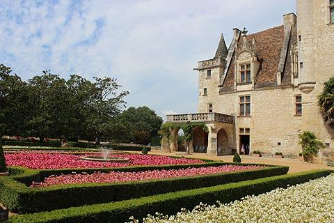 Flowerbeds in front of Chateau des Milandes