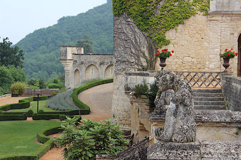Statues in the grounds of Chateau des Milandes
