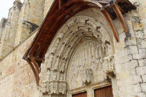 Portail du côté ouest de la cathédrale de Condom