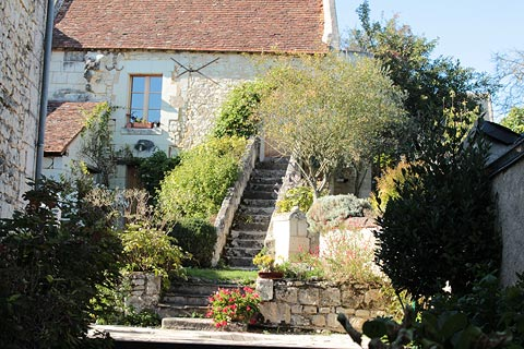 House with a pretty garden in Crissay-sur-Manse