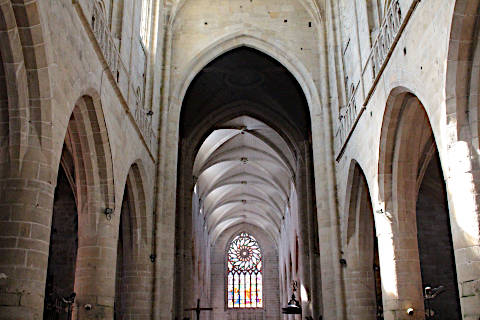 Nave and arcades in Dinan church of Saint-Malo