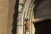 facade-statue
