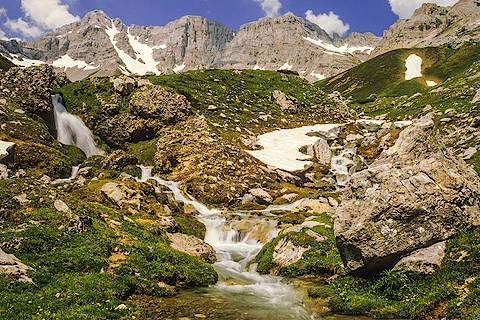Ruisseau alpin dans le parc national des Ecrins
